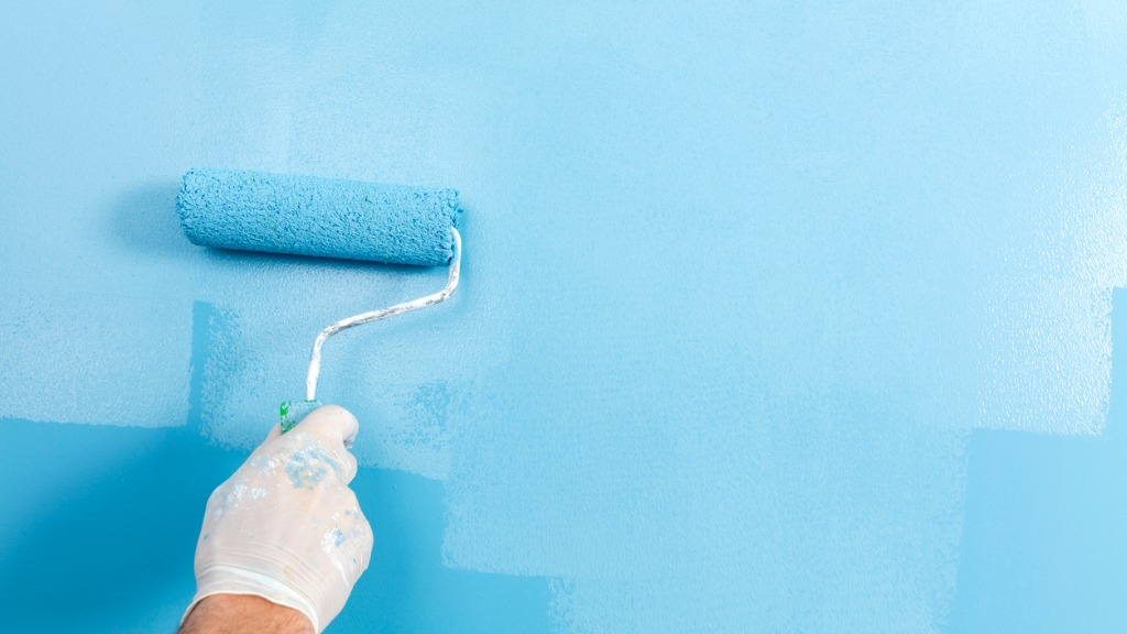 Hand with paint roller picture id942126468